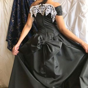 Jordan Dresses - 1960s French maid gown